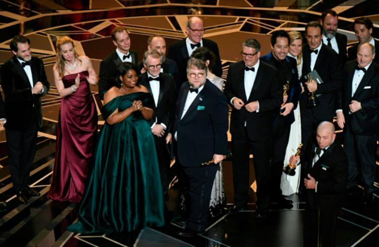 Guillermo del Toro e equipe de