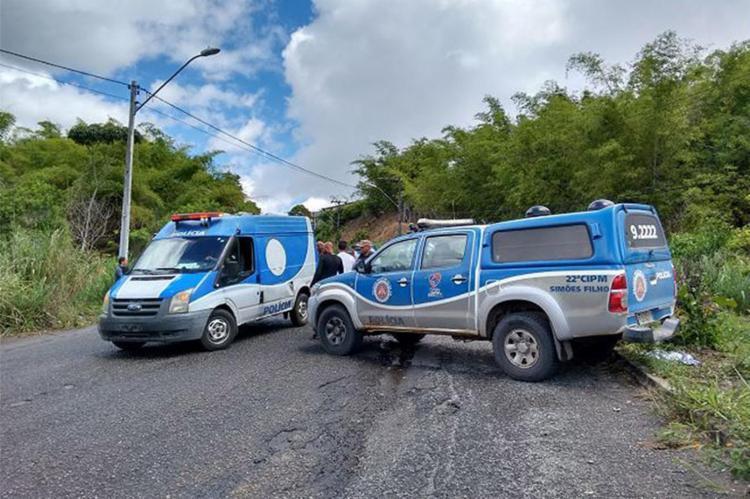Equipes da 22ª CIPM encontraram o corpo de Mário na Via Periférica II - Foto: Euzeni Daltro l Ag. A TARDE