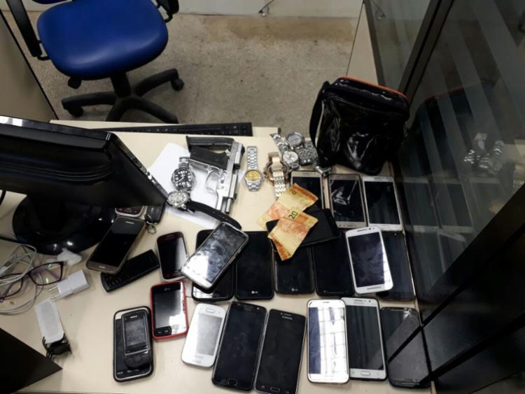 Celulares teriam sido roubados em diversos bairros da capital baiana - Foto: Divulgação | Polícia Militar