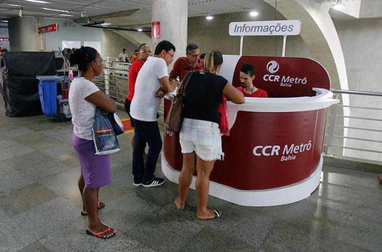 Postos de atendimento funcionam em diversos locais da cidade para a aquisição do cartão, agora por R$ 5 - Foto: Luciano da Matta l Ag. A TARDE