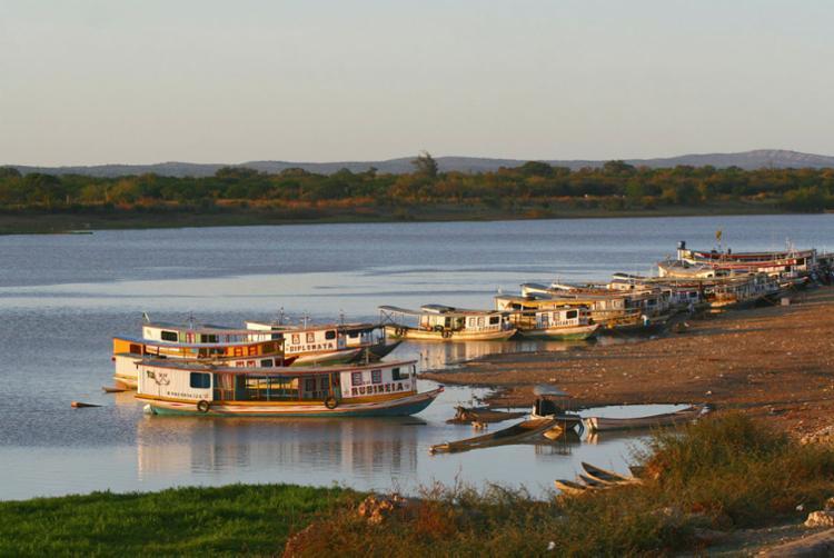 O Velho Chico no porto de Xique-Xique: muitas lendas, tradições e maus-tratos - Foto: Xando Pereira | Ag. A TARDE