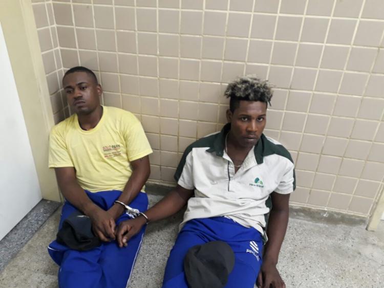 José e Tiago estavam disfarçados de trabalhadores para assaltar pedestres - Foto: Divulgação | SSP-BA