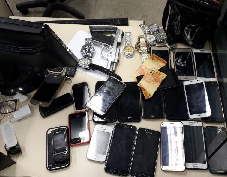 Objetos dos roubos foram apreendidos e estão disponíveis para vítimas recuperá-los