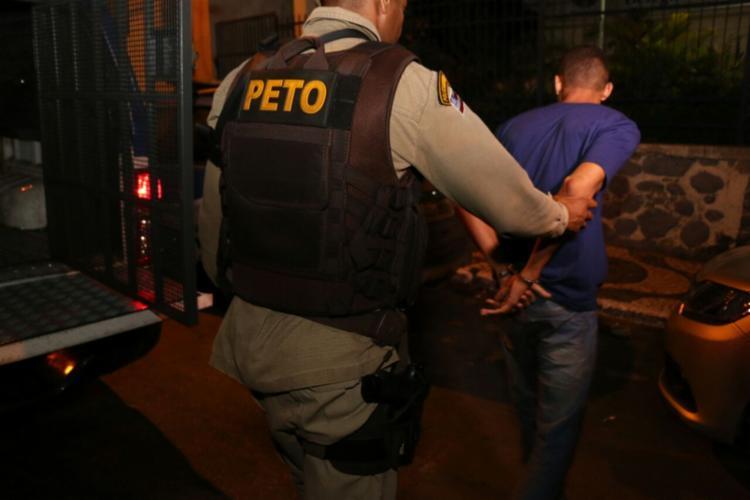 Suspeito tentou fugir quando percebeu a presença dos policiais - Foto: Divulgação | SSP-BA