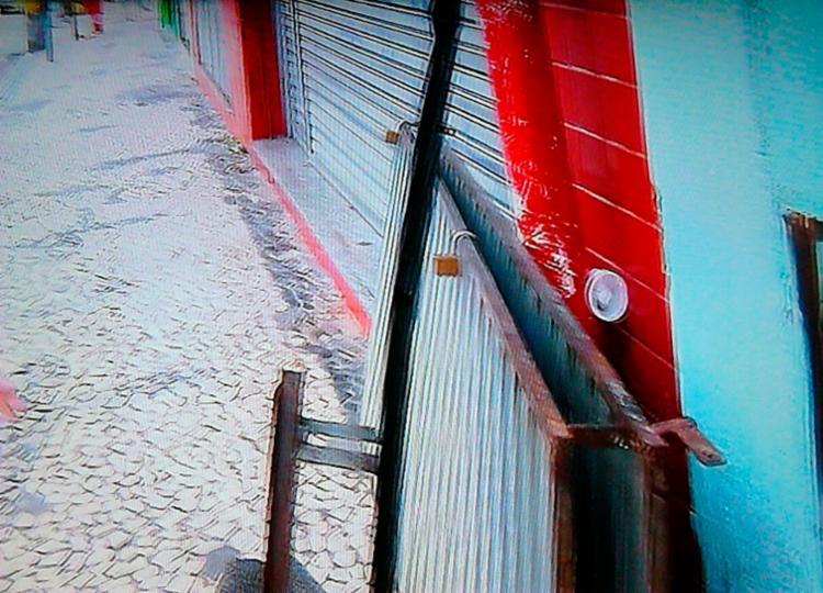 Drogaria arrombada fica na avenida Sete de Setembro - Foto: Reprodução | TV Bahia