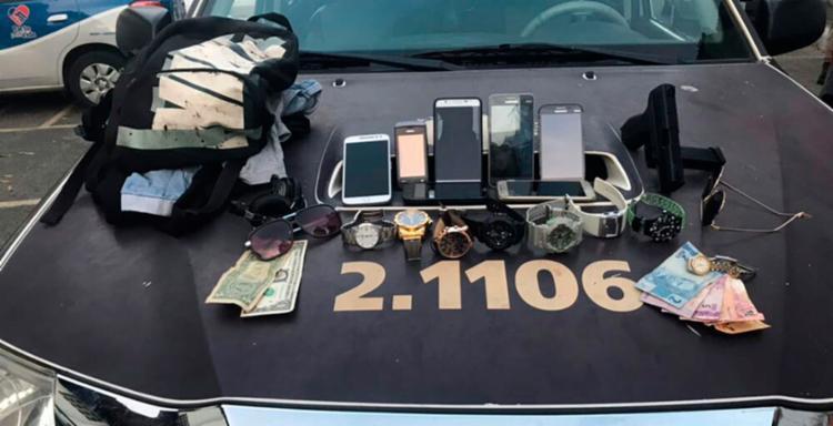 Policiais recuperaram os pertences roubados dos passageiros - Foto: Divulgação | SSP-BA