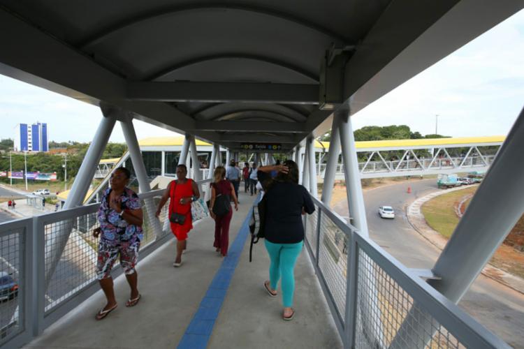 Equipamentos serão instalados em passarelas, estações do metrô, além do aeroporto e nos shoppings - Foto: Manu Dias | GOV-BA