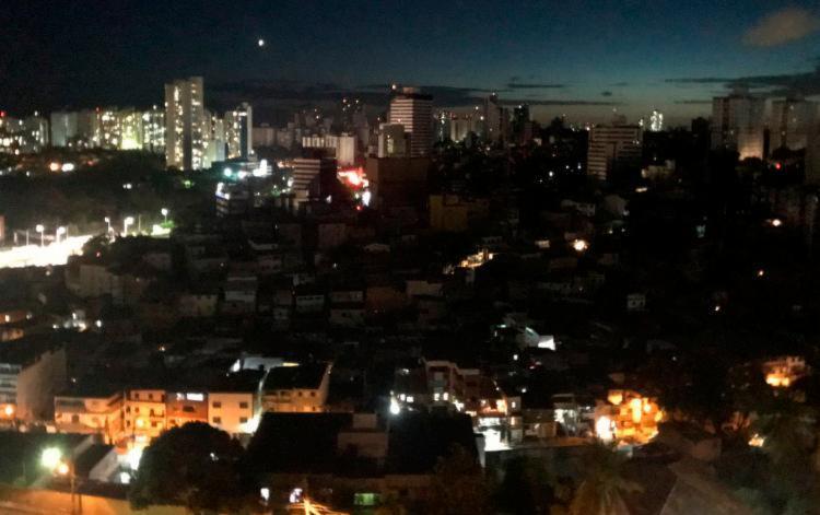 Energia já voltou em cerca de 70% da cidade, de acordo com a Coelba - Foto: Reprodução | Twitter