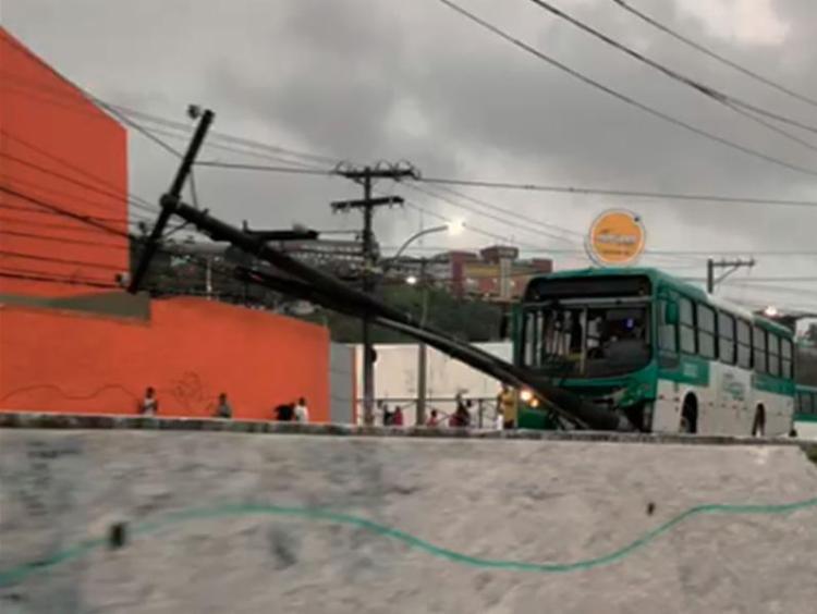 Acidente aconteceu em frente ao Atakarejo, na Calçada - Foto: Cidadão Repórter | Via WhatsApp