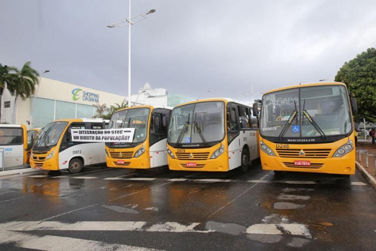 Grupo protestou para reivindicar a integração dos veículos da Stec com os demais sistemas de transporte público da capital - Foto: Margarida Neide | Ag. A TARDE