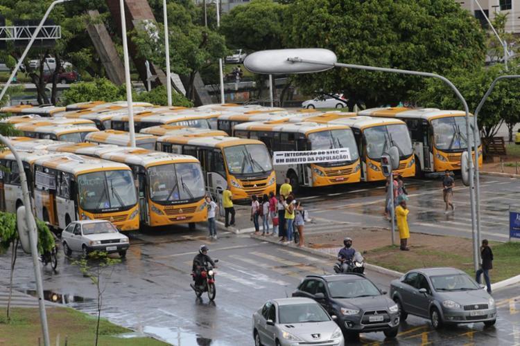 Grupo protestou na manhã desta terça-feira, 26, reivindicando a integração dos veículos da Stec - Foto: Margarida Neide | Ag. A TARDE