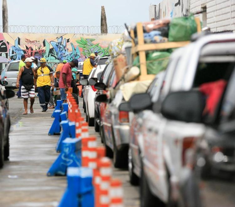Motoristas esperam 2h e pedestres tem embarque imediato no ferry - Foto: Joá Souza | Ag. A TARDE | 29.12.2016