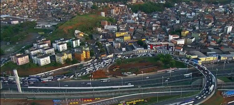 Condutores encontram dificuldade no tráfego nas imediações da estação rodoviária - Foto: Reprodução   TV Bahia