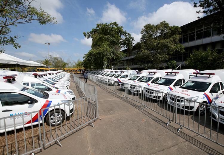 O município recebeu também 40 ambulâncias e nove ônibus escolares que atenderão a região - Foto: Manu Dias/GOVBA
