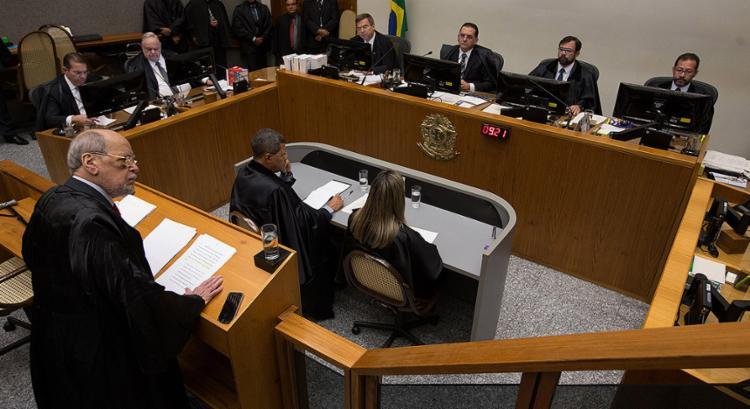 O advogado Sepúlveda Pertence (E) fez a defesa de Lula na sessão que julgou o habeas corpus do ex-presidente - Foto: Lula Marques l Liderança do PT na Câmara l Divulgação