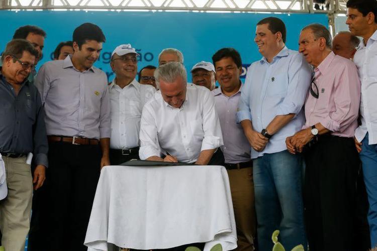 Ministros, como Henrique Meirelles, aproveitaram agenda de Temer na Bahia - Foto: Beto Barata   PR