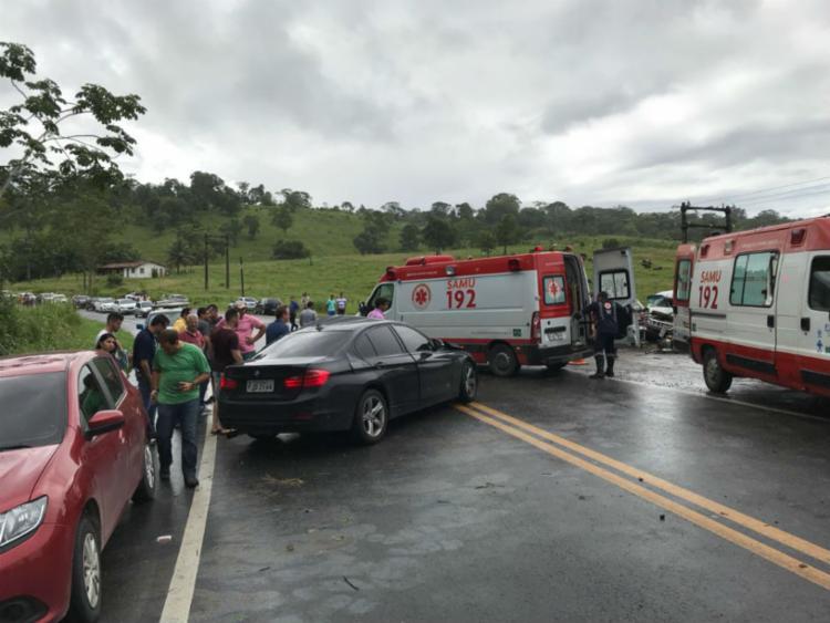 Trânsito na rodovia foi interditado por aproximadamente duas horas - Foto: Divulgação | PRF