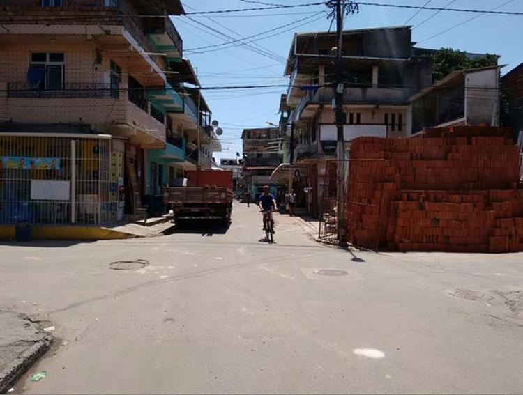 Crime ocorreu no cruzamento entre duas vias do bairro - Foto: Euzeni Daltro l Ag. A TARDE