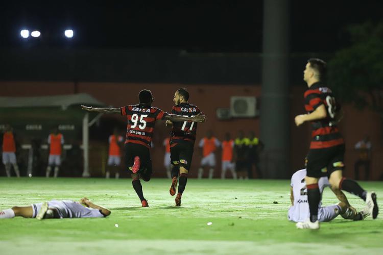 Denílson e Yago fizeram os gols do Rubro-Negro no Barradão - Foto: Adilton Venegeroles l Ag. A TARDE