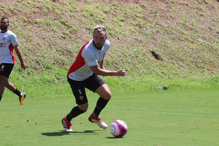 Após oito meses, Willian Farias está perto de fazer seu retorno aos gramados - Foto: Maurícia da Matta l EC Vitória