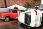 Carro capota e colide com dois veículos na Paralela; condutor ficou ferido | Foto: Cidadão Repórter | Via WhatsApp