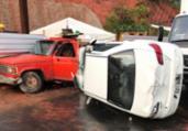 Carro capota e colide com dois veículos na avenida Paralela | Cidadão Repórter | Via WhatsApp