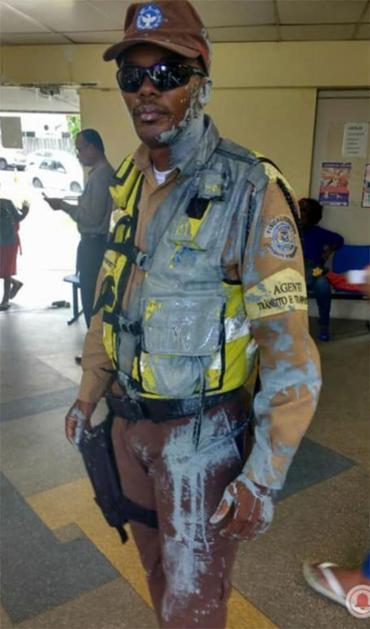 Agente de trânsito foi atingido com tinta nesta sexta - Foto: Reprodução | Facebook