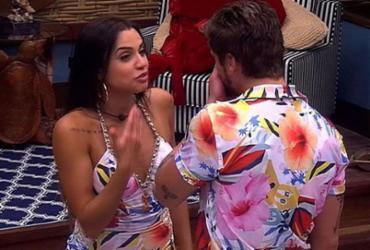 Breno e Paula oscilam entre DR e clima de romance durante festa   Reprodução   TV Globo