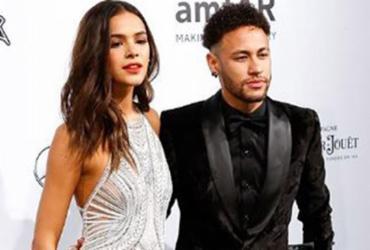 Bruna Marquezine ganha álbum da Copa só com figurinhas de Neymar | Reprodução l Instagram