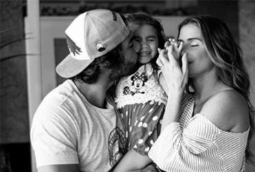 Deborah Secco diz que anda de ônibus para criar rotina normal para a filha | Reprodução | Instagram
