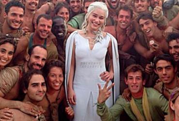 Emilia Clarke vai levar um fã de 'Game of Thrones' ao set da última temporada | R