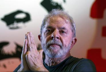 Não permitir visita de médicos a Lula é 'atitude mesquinha e cruel', diz PT | AFP Photo | Miguel Schincariol