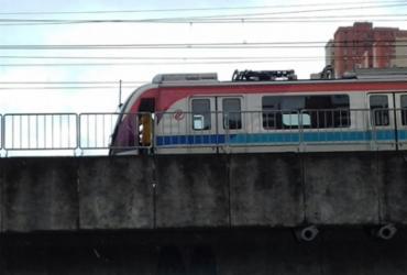 Falha elétrica deixa passageiros presos em trem do metrô na Bonocô | Joá Souza | Ag. A TARDE