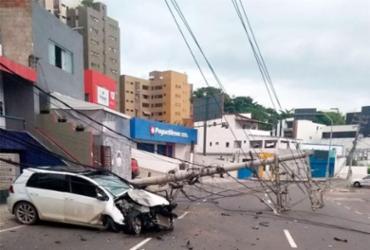 Motorista fica ferido após derrubar postes no Rio Vermelho; via foi interditada | Divulgação | Transalvador