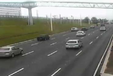 Trânsito volta a fluir na Paralela após colisão de carro com poste   Divulgação   Transalvador