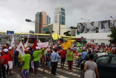 Região do Shopping da Bahia é interditada por manifestantes | Felipe Santana | Ag. A TARDE