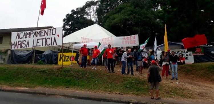 O ataque ocorreu no acampamento Marisa Letícia, no bairro Santa Cândida - Foto: Divulgação