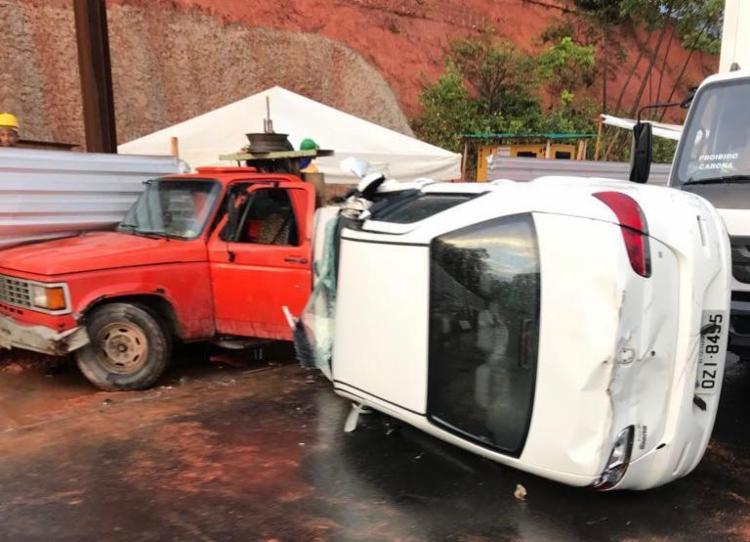 O acidente ocorreu na altura do Shopping Paralela, no sentido rodoviária - Foto: Cidadão Repórter | Via WhatsApp