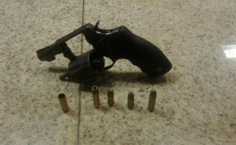 Revólver calibre 38 foi apreendido com suspeito - Foto: Divulgação