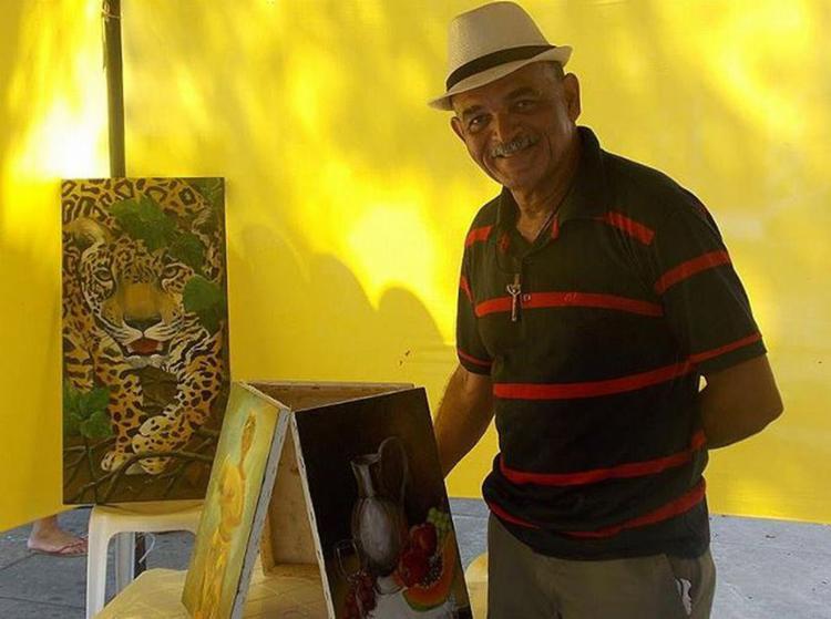 Arnaldo Filho montou seu ateliê de pintura dentro da própria casa - Foto: Arquivo pessoal