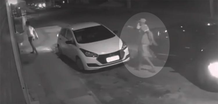 Ação dos criminosos foi rápida e durou cerca de 30 segundos - Foto: Reprodução | YouTube