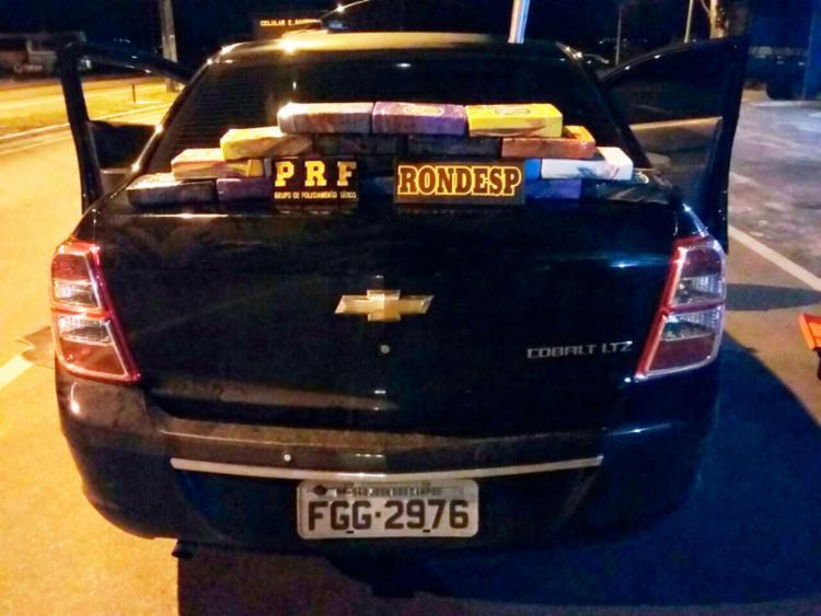 Droga estava no porta-malas do veículo - Foto: Divulgação | SSP-BA