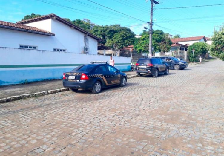 Policiais cumprem dois mandados de busca e apreensão - Foto: Reprodução   Radar 64