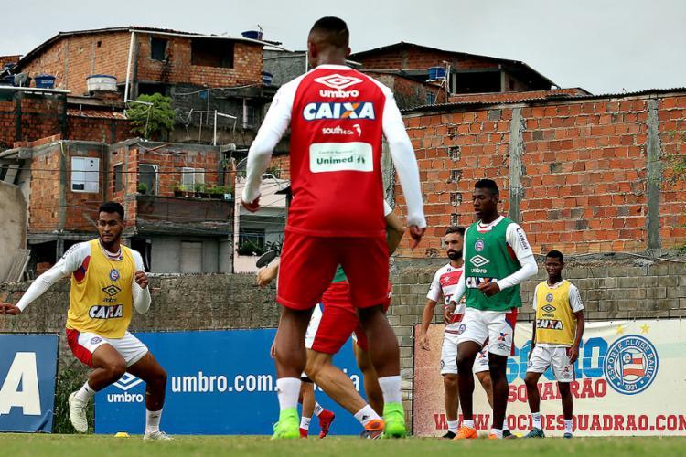 Júnior Brumado (E) é opção para começar jogando nesta noite - Foto: Felipe Oliveira l EC Bahia
