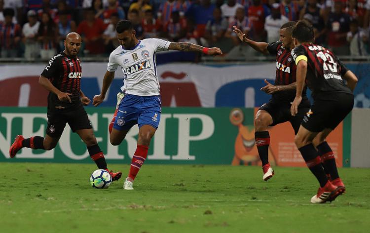 Tricolor jogou bem, mas desperdiçou um caminhão de gols e não saiu do zero com o Furacão - Foto: Adilson Venegeroles l Ag. A TARDE