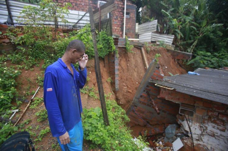 Gilmar diz que não sabe onde vai dormir após desabamento - Foto: Raul Spinassé   Ag. A TARDE