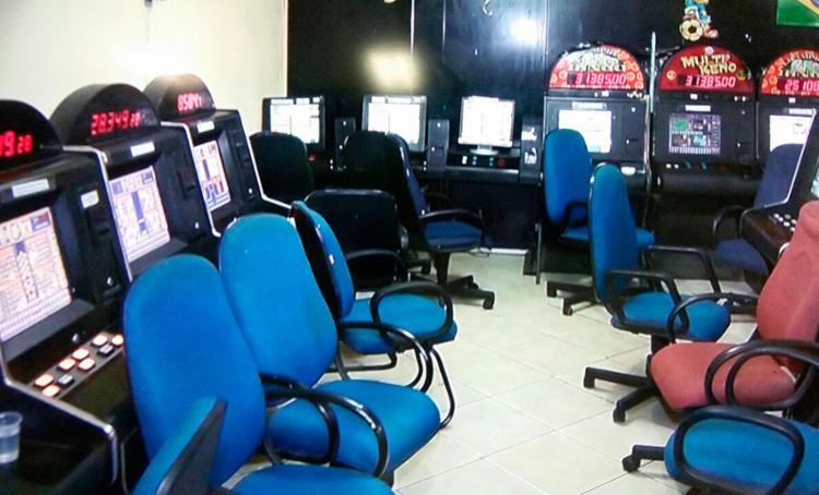 Mais de 130 máquinas caça-níquel funcionavam na casa de jogos - Foto: Reprodução   TV Bahia