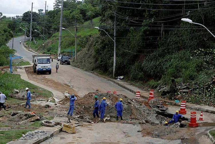 A partir de maio, os motoristas poderão trafegar em meia pista - Foto: Foto: Raul Spinassé   Ag. A Tarde