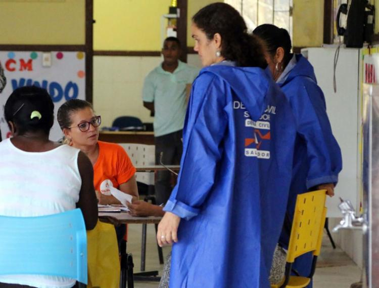 Famílias são cadastradas e recebem apoio - Foto: Divulgação   Secom