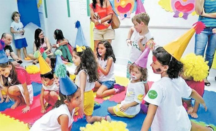 As crianças inseridas no espectro autista desenvolvem atividades conjuntas na sala - Foto: Divulgação | Colégio Miró